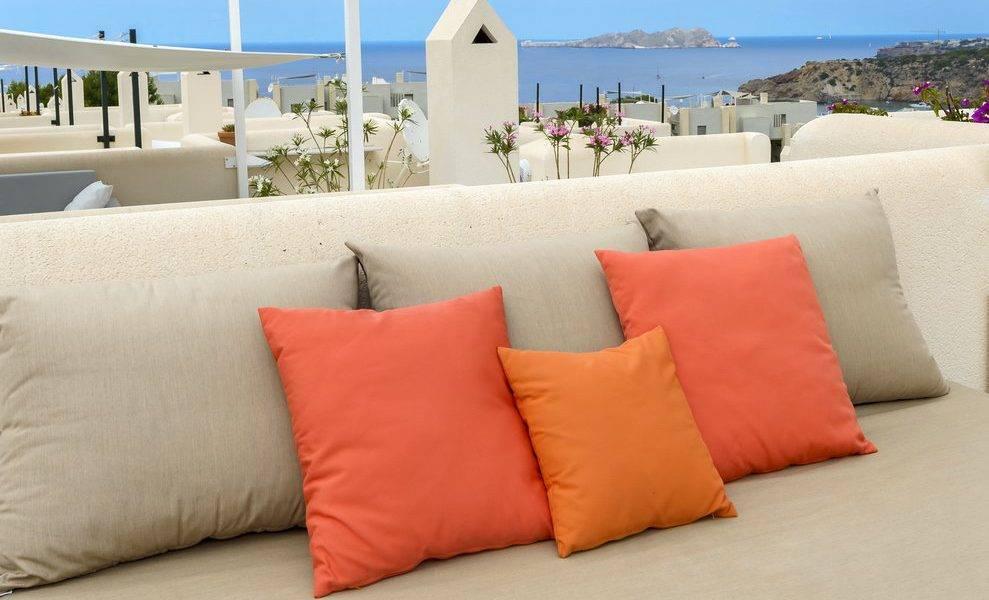 Coqueta Casa Adosada en Playa Cala Tarida, alquiler en Ibiza
