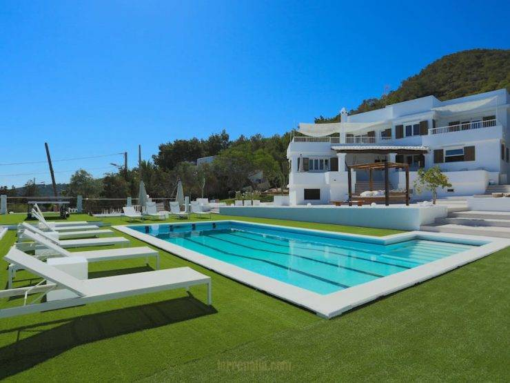 Magnificent Luxury Villa available for weekly Rental in Ibiza