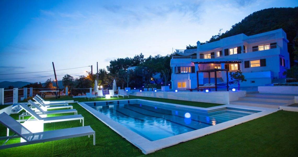 Magnífica Villa de Lujo en Venta en Ibiza, con vistas al mar