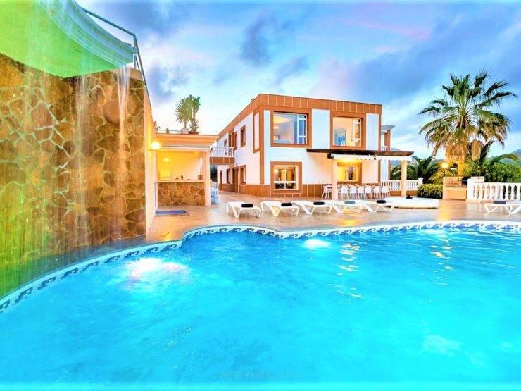 En Exclusiva Villa de 10 dormitorios, en Venta en San José, Ibiza con Licencia Turística