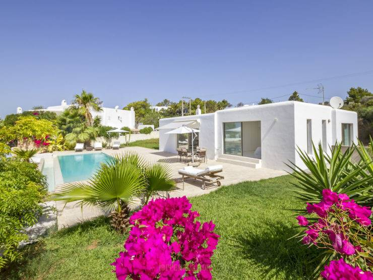 Spectacular House in the Heart of Ibiza with a View of Dalt Vilas Casa Flor