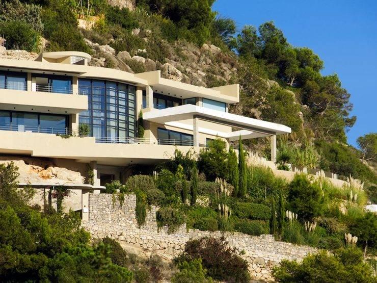 Hermosa Villa Contemporánea con Vistas Panorámicas a la Ciudad de Ibiza. Casa Piro