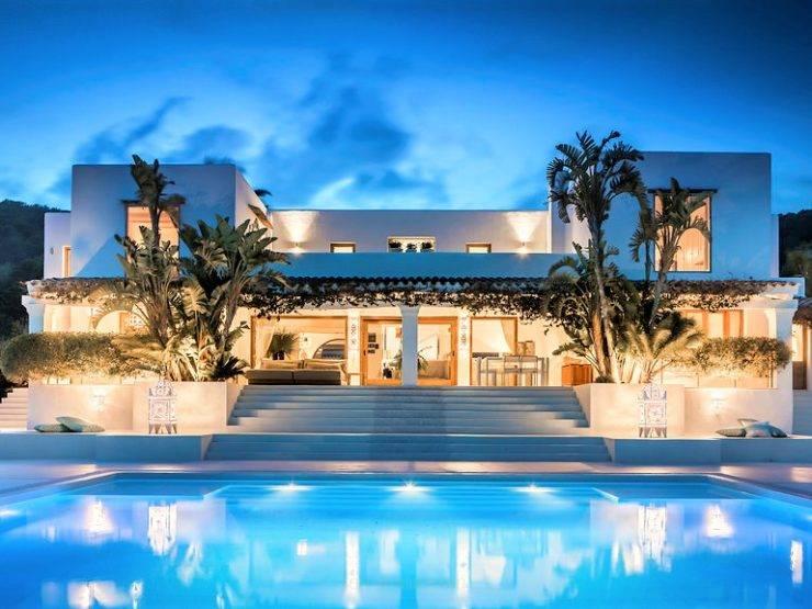 Magnificent Villa In Privileged Area El Zafiro