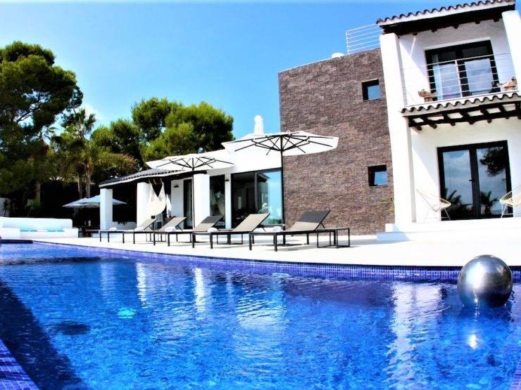 Villa con Impresionantes Vistas a Es Vedrà y a Mar Abierto