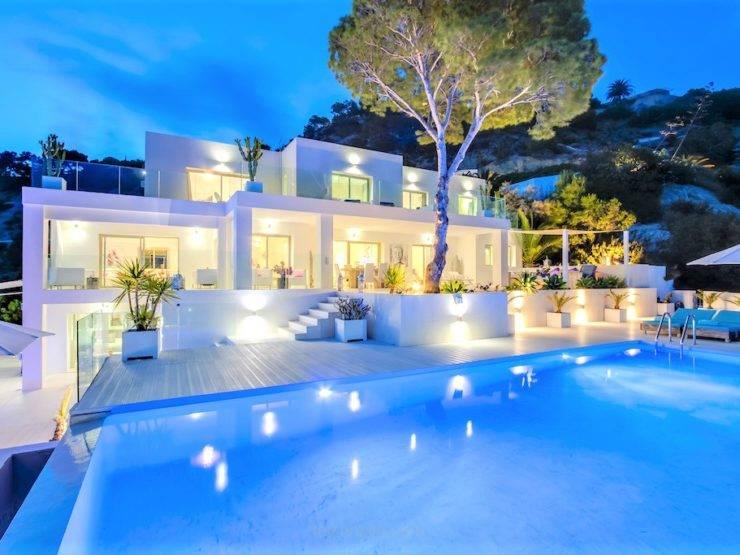 Fantástica Villa con Acceso Directo a la Playa. Es Cubells