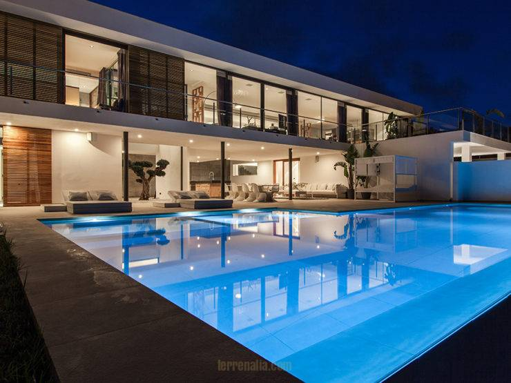 Impressive Villa Emilio with Contemporary Style Vista Alegre