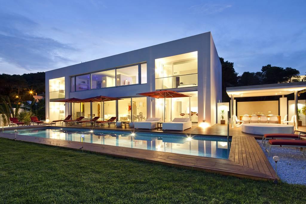 Glorious Modern Villa in Escubells Vista Alegre Vip